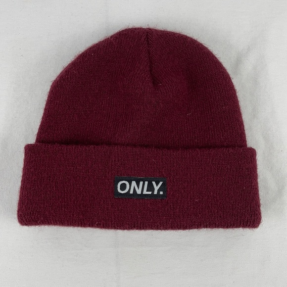✨3/$25✨ONLY Red Knit Hat with USA Flag